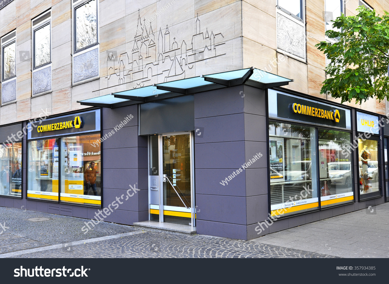 Salon Center Cormontreuil Mainzgermanynov 18 Commerzbank Mainz On November 182015 Stock