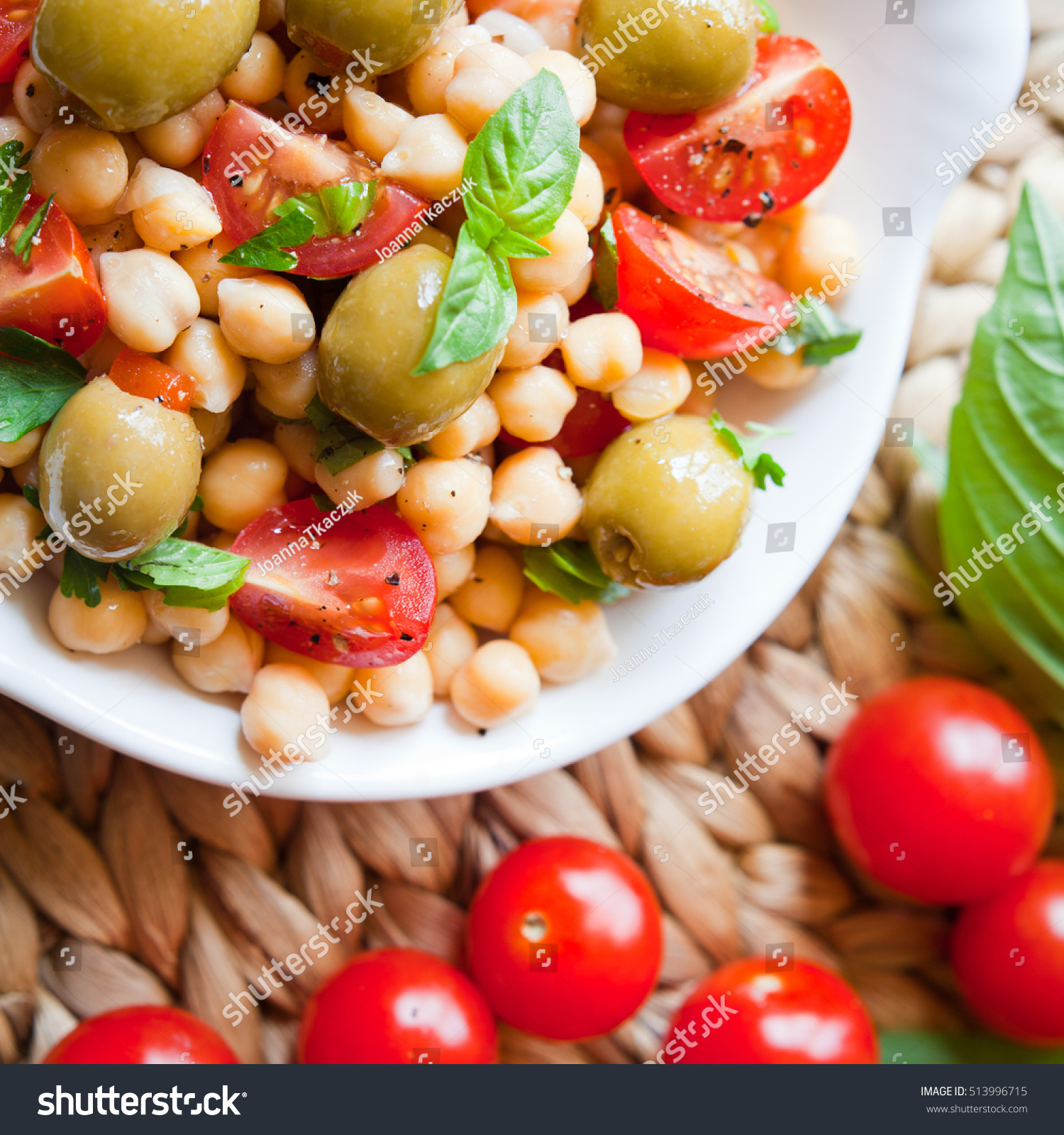 Mediterrane Küche An Bord Mediterranean Salad Board Cherry Tomatoes Green Stock Photo Edit