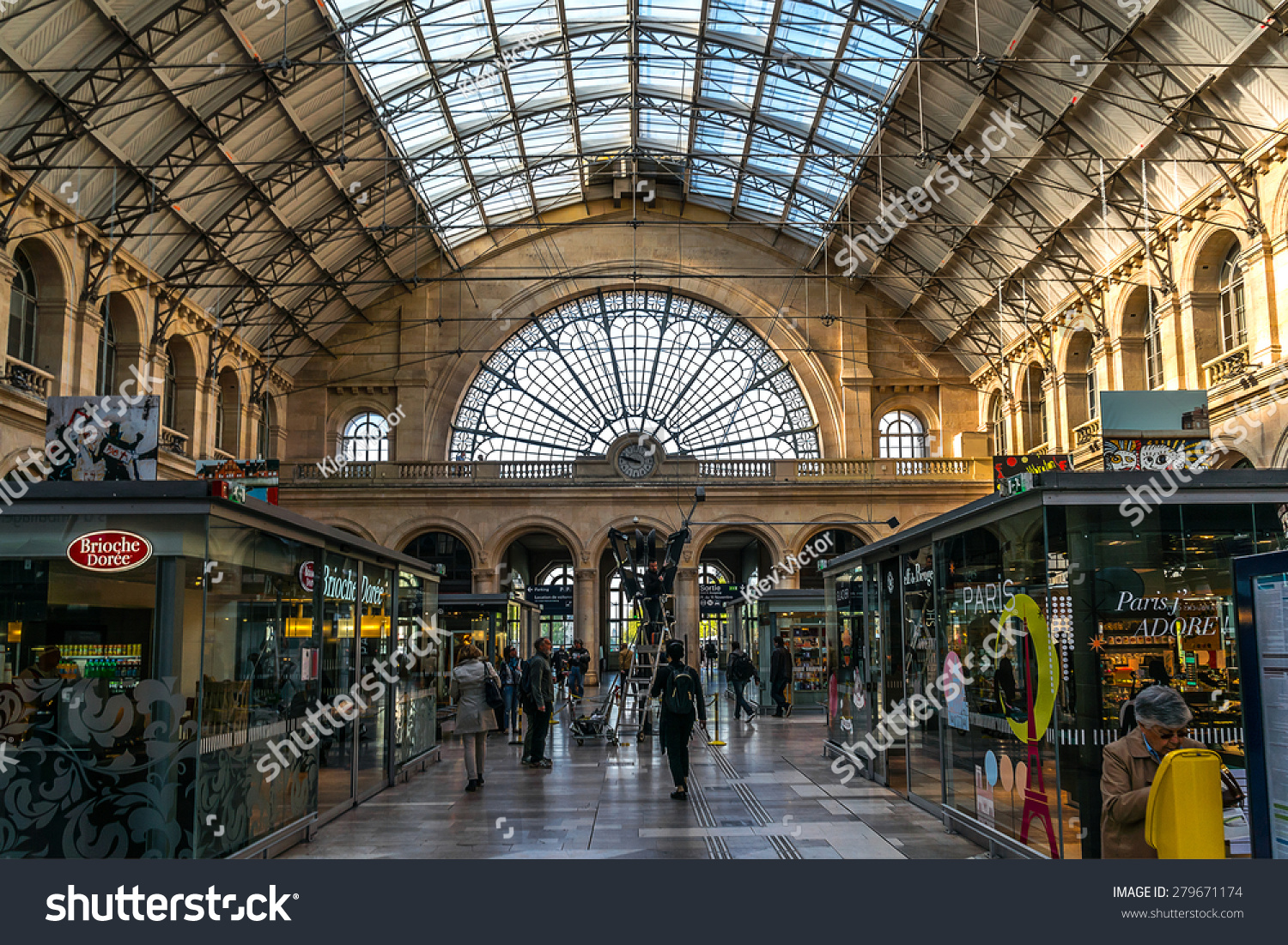 Gare De Paris Paris France April 21 2015 Interior Stock Photo Edit Now