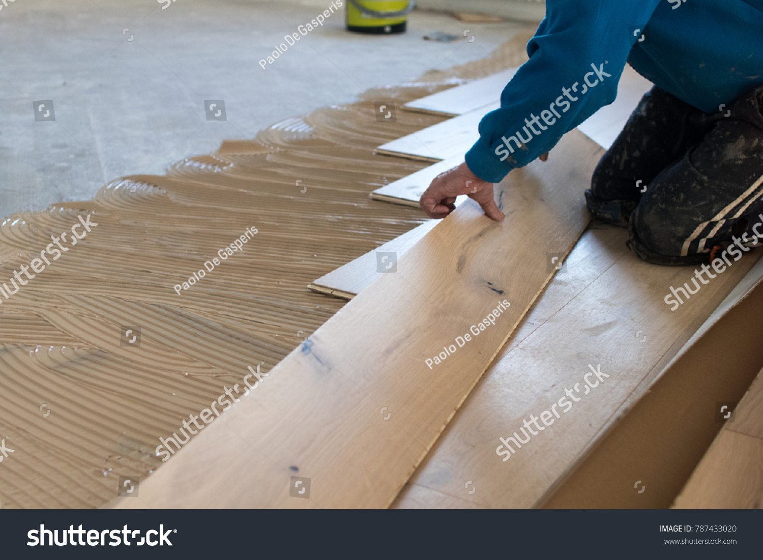 Renovation De Parquet Renovation Apartment Skilled Worker During Installation Stock