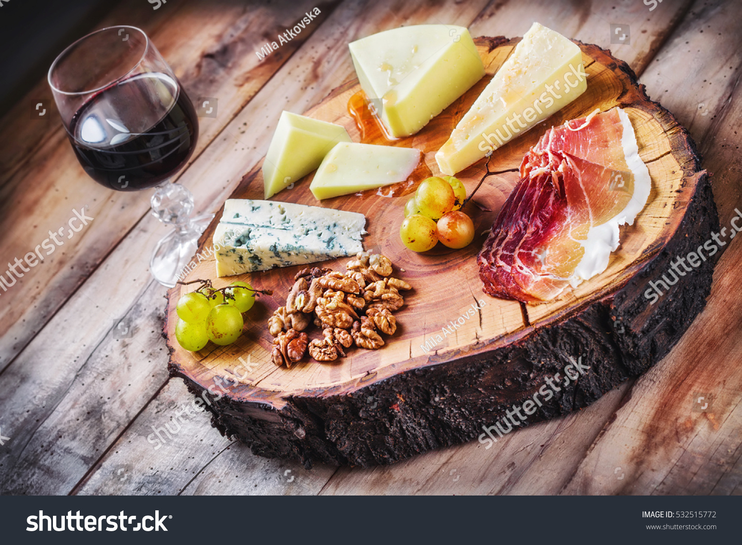 Mediterrane Küche An Bord Rustic Mediterranean Cheese Board Glass Red Stock Photo Edit Now