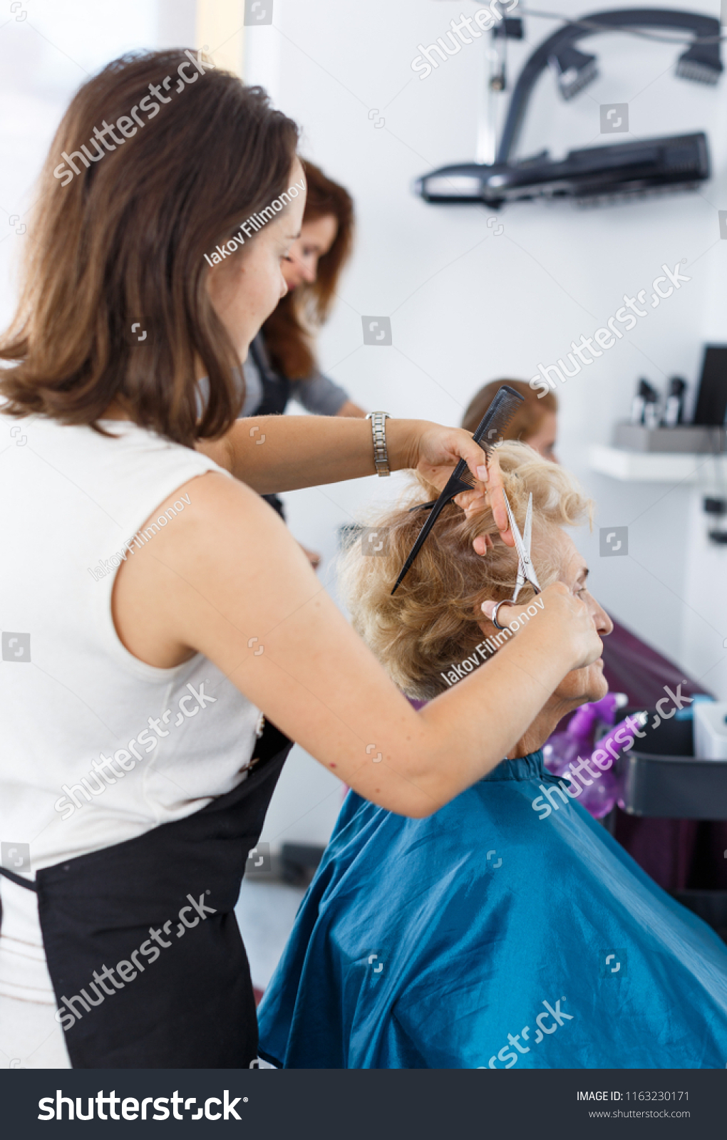 Salon Senior Senior Lady Getting Haircutting By Professional Stock Photo