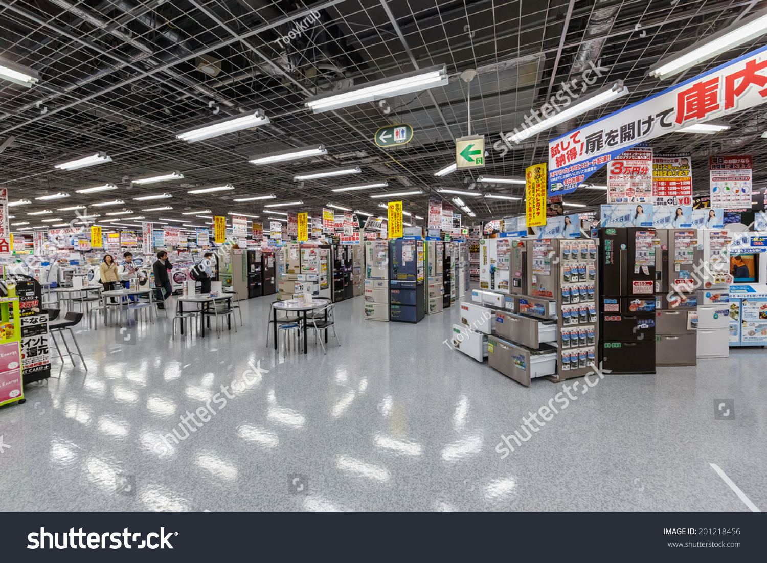 Store En Stock Tokyoapril 11 People Shop Home Appliances Stock Photo Edit Now