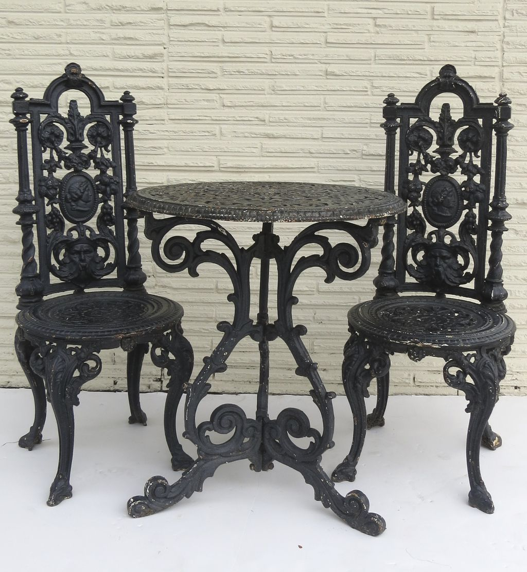 Gartenstuhl Gusseisen American Cast Iron Garden Table And Two Chairs From