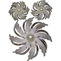 Sarah Coventry Starburst Pinwheel Costume Jewelry Brooch