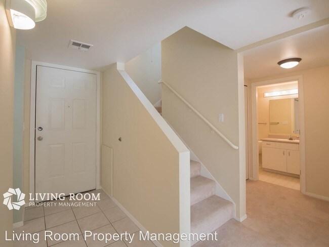 6625 W Burnside Rd - Portland, OR Apartment Finder - living room property management