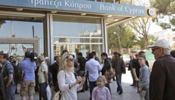 Los bancos en Chipre reabren después de permanecer cerrados durante casi dos semanas