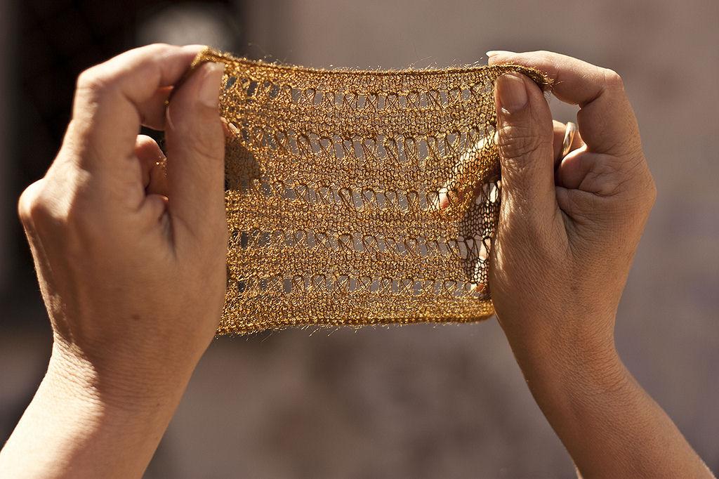 O bisso: a seda natural marinha produzida apenas por uma mulher no mundo