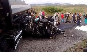 Acidente foi entre um caminhão e uma caminhonete, na BR-232.