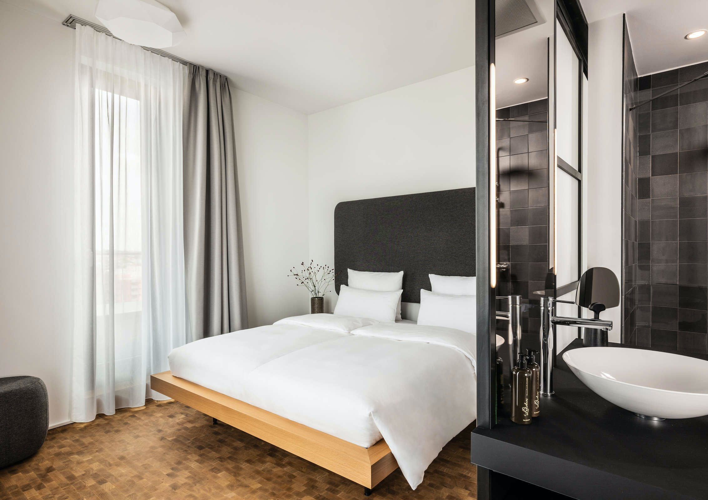 Quentin Design Hotel Berlin Email Last Minute Hotel Deals In Berlin Hoteltonight