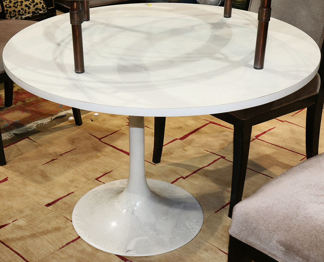 Tulip Table Saarinen Style Tulip Table The Round Top Rising On A Conforming Base 26