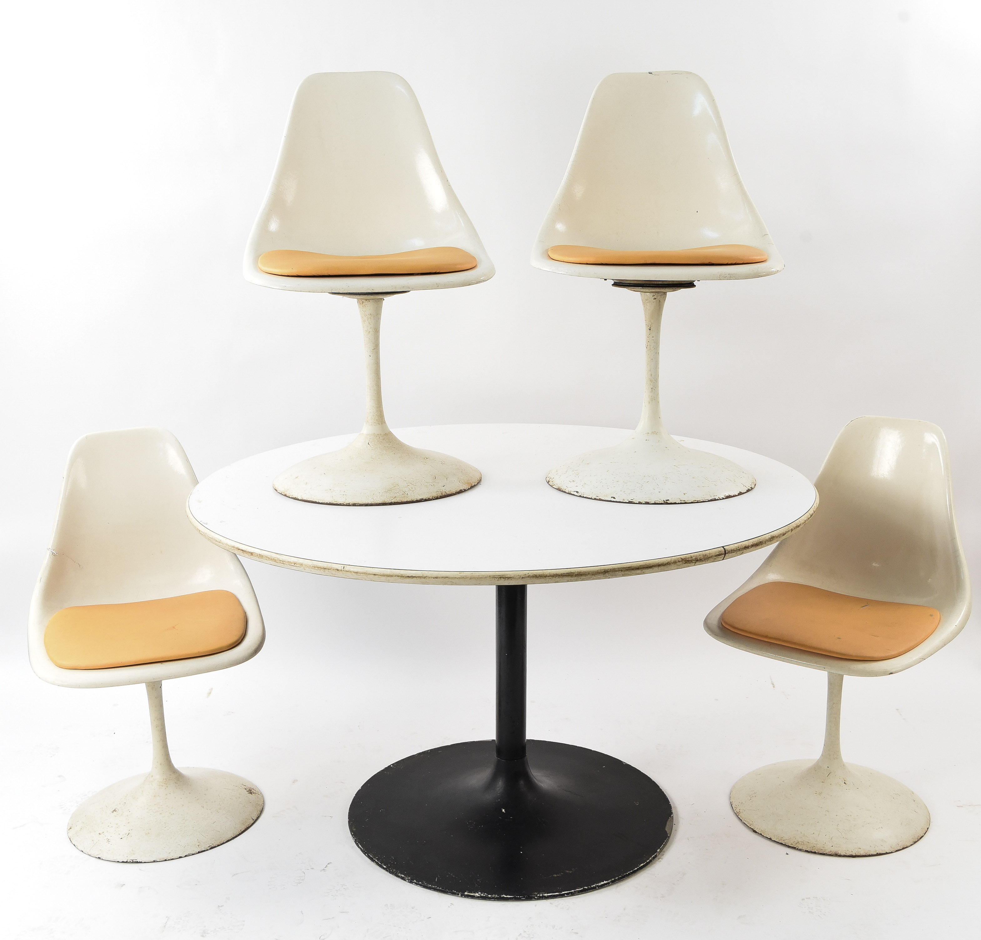 Tulip Table Vintage Saarinen Style Tulip Table And Chairs