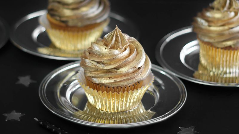 Golden Birthday Cupcakes Recipe - BettyCrocker