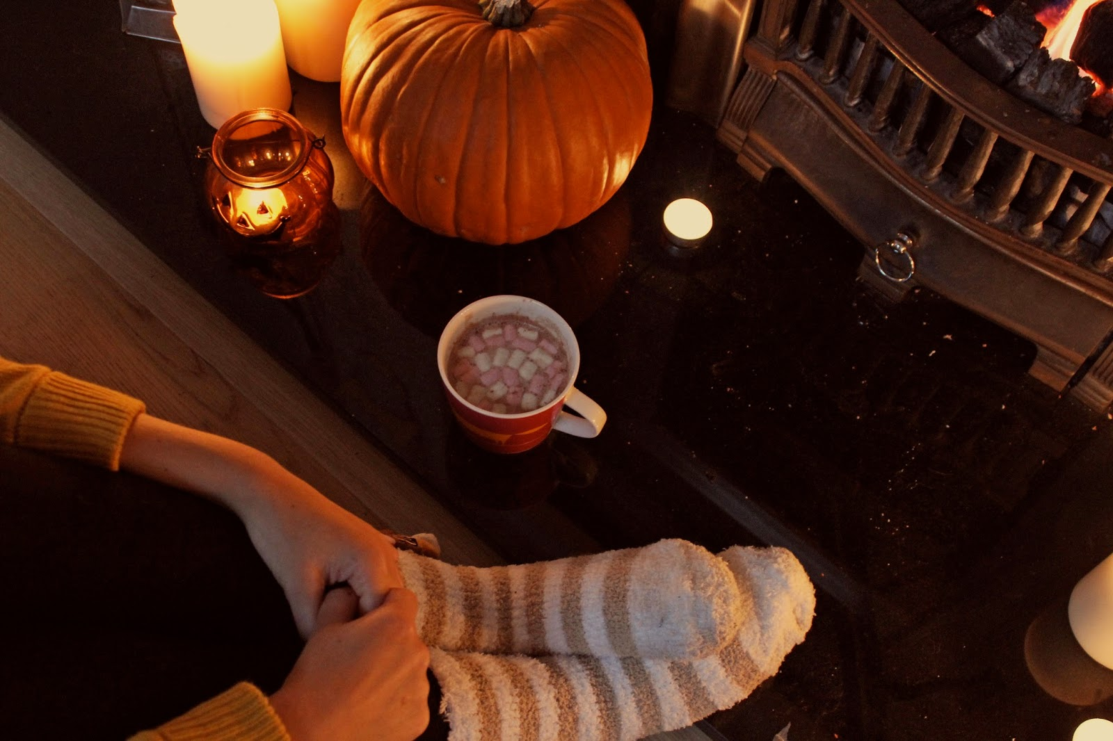 Fall Winter Wallpaper Free 8tracks Radio Cozy Autumn Days 19 Songs Free And
