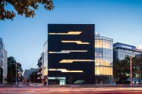 Monolit Office Building / Igloo Architecture | ArchDaily