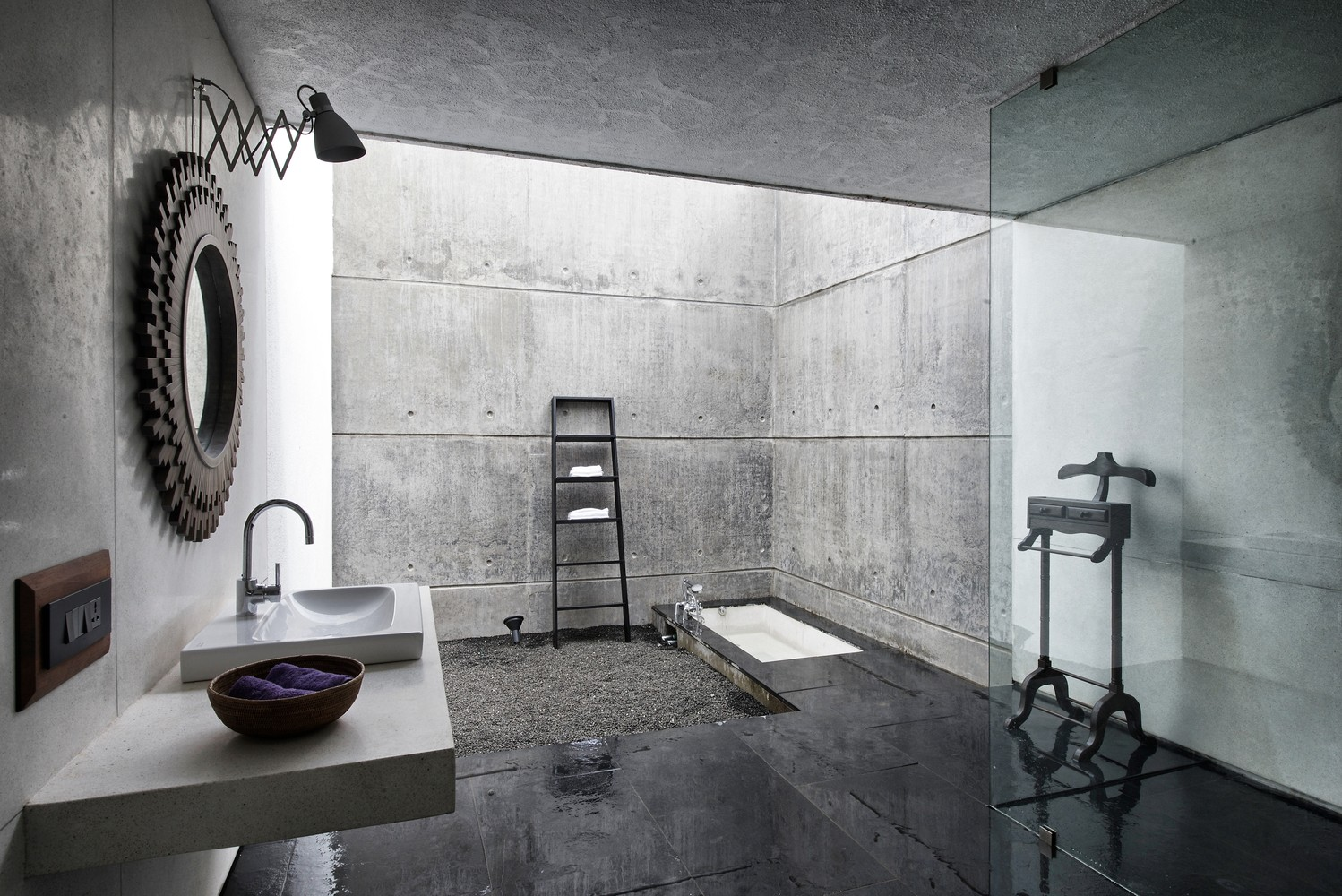 Badezimmer Industrial Gallery Of The House Cast In Liquid Stone Spasm Design