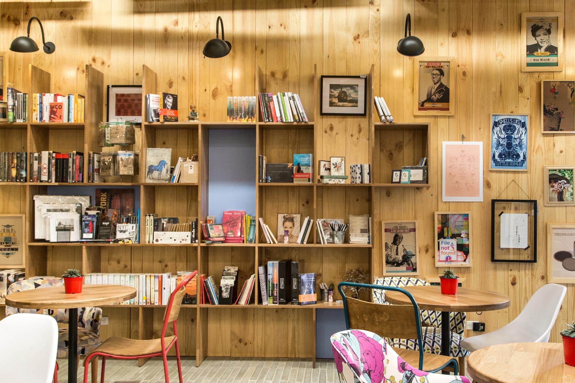 9 ¾ Bookstore Café Plasma Nodo Archdaily