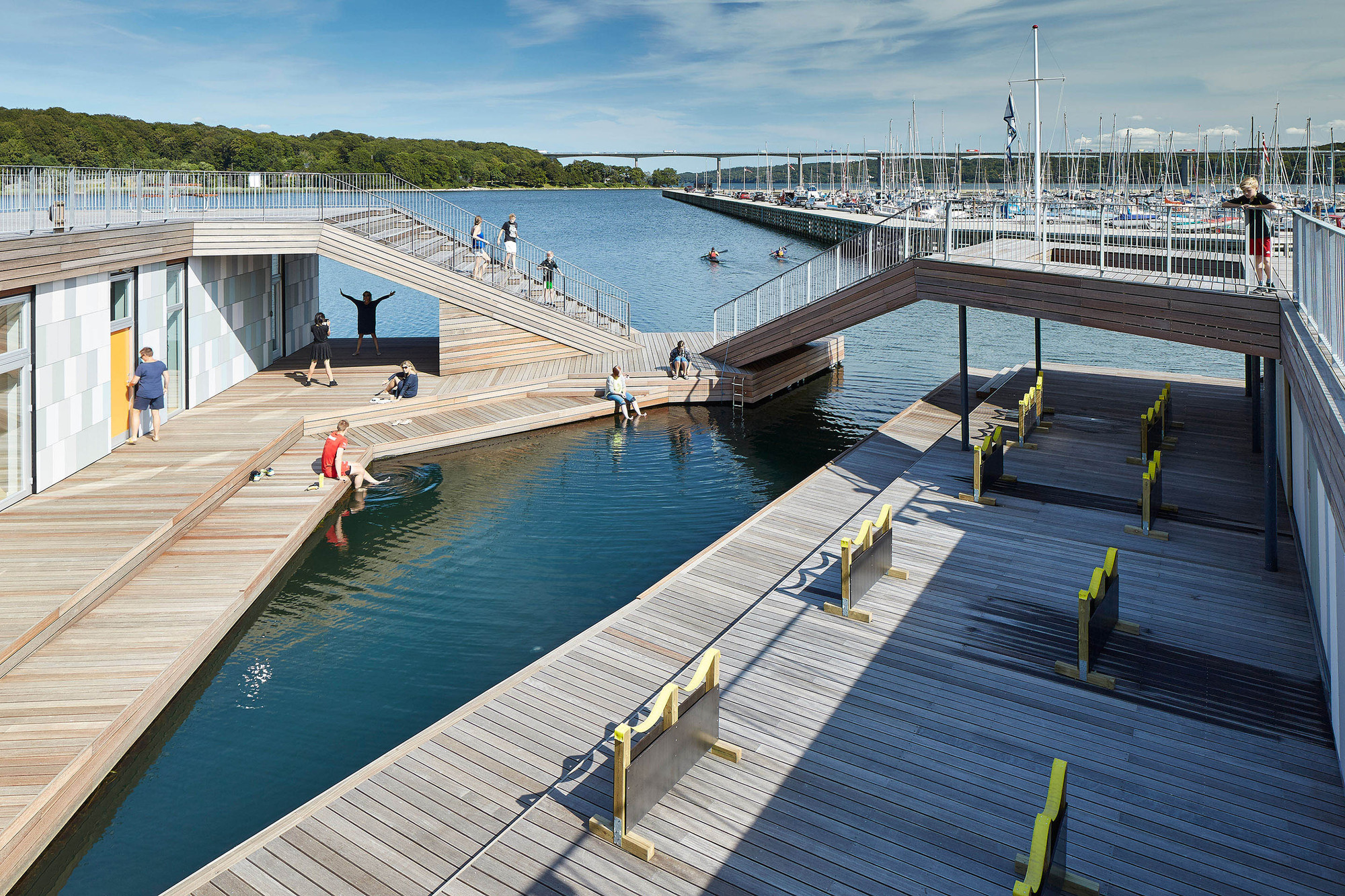 Canoe Piscina Gallery Of The Floating Kayak Club Force4 Architects 12