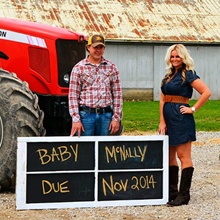9 Creative Pregnancy Announcements These Moms Get The Thumbs Up