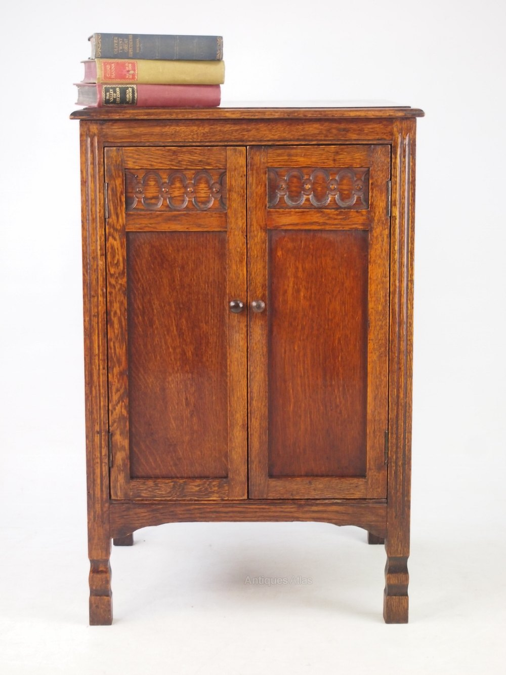 Shelf Dividers Small Oak Cupboard Or Music Cabinet - Antiques Atlas