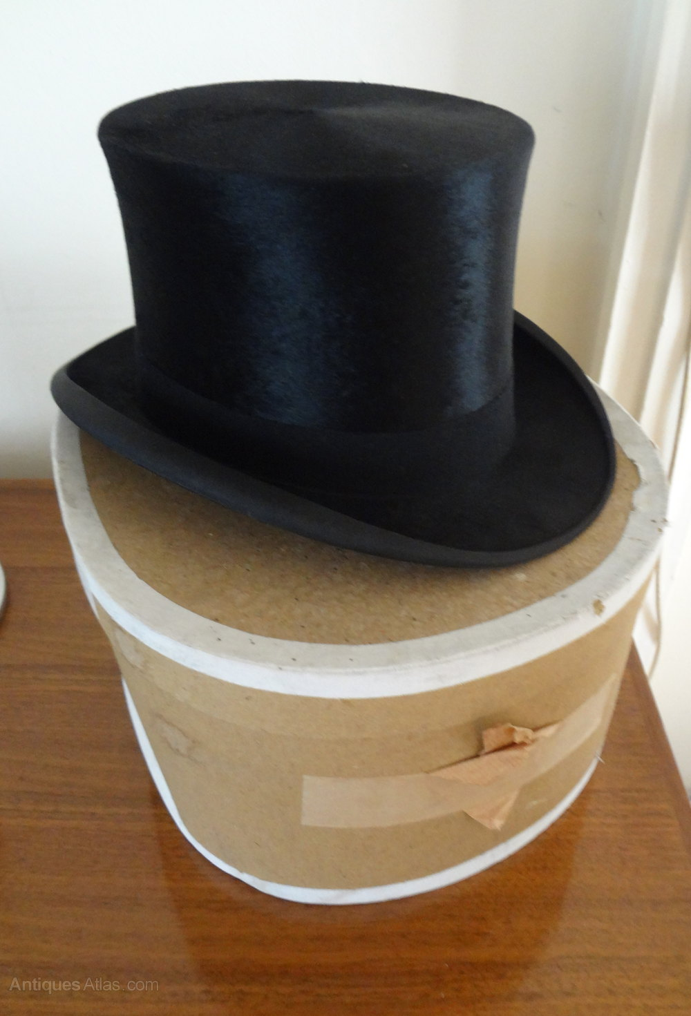 Groningen Vintage Antiques Atlas - Vintage Silk Top Hat & Box