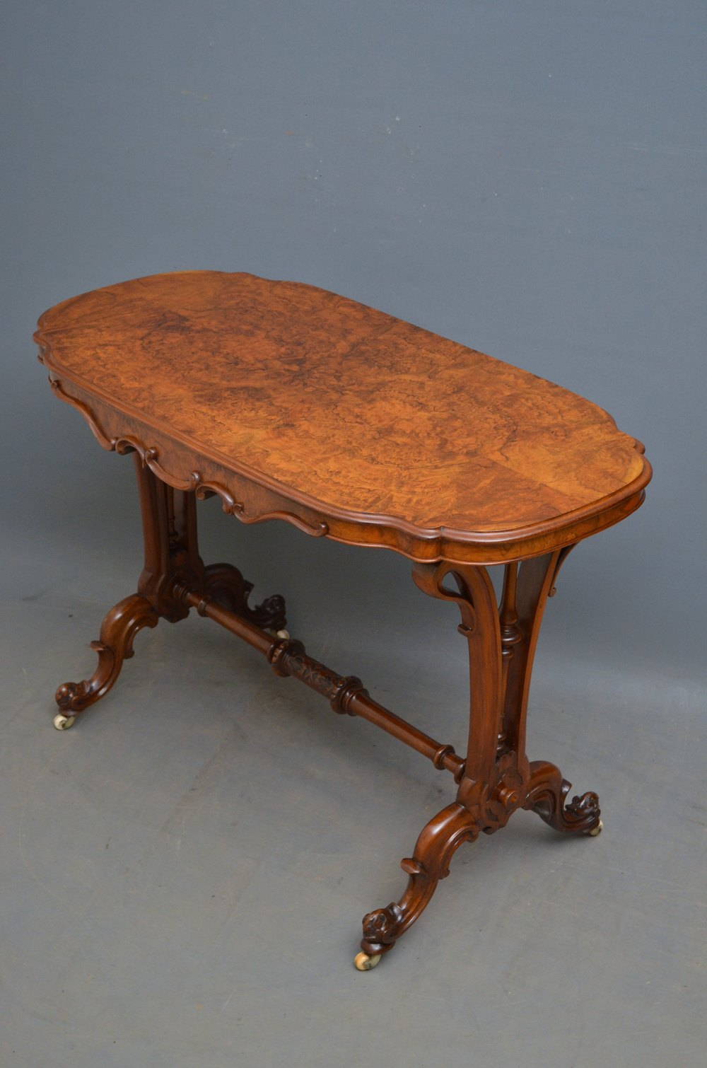 Victorian End Table Victorian Side Table In Burr Walnut - Antiques Atlas