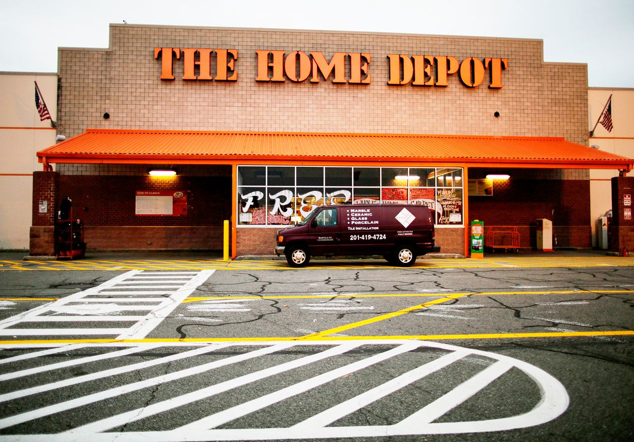 Bank St Home Depot Home Depot Forecasts Poor 2019 Earnings As Us Housing Momentum Slows