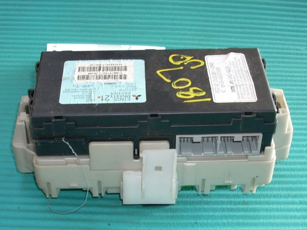 2006 mitsubishi eclipse 38l cabin dash fuse box mn141321 oem