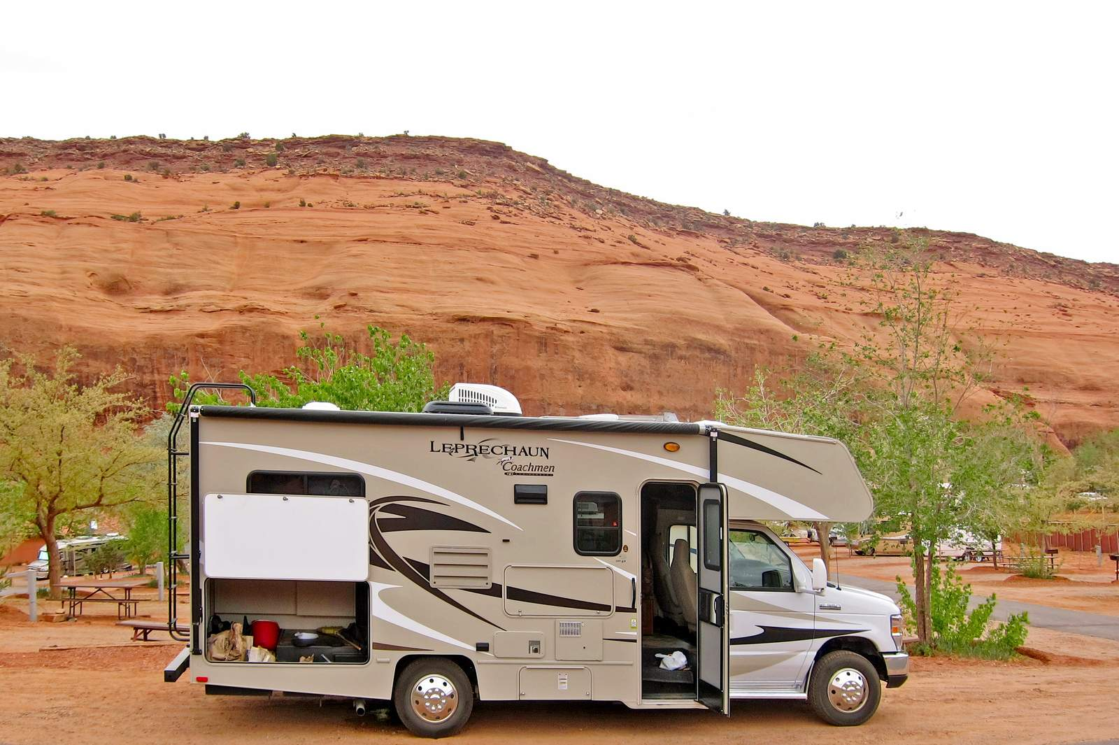 Usa Küche Wohnmobile Usa, Road Bear Rv: Motorhome C 22-24 | Canusa