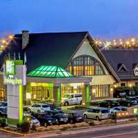 Hotel, Quebec: Airport Holiday Inn Montreal | CANUSA