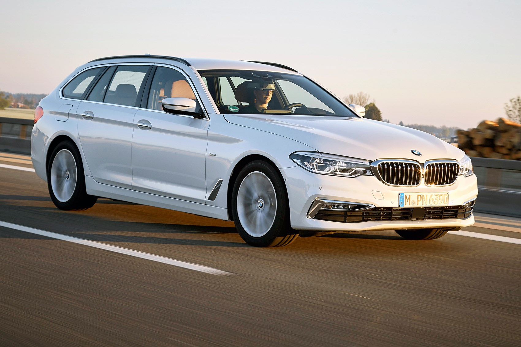 Bmw 5 Series Touring Xdrive Bmw 5 Series Touring 2017 Review By Car Magazine