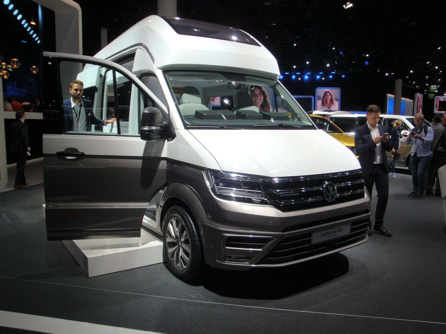 Salon Du Bourget 2017 Tarif Volkswagen California Xxl Comme Son Nom L Indique En Direct Du