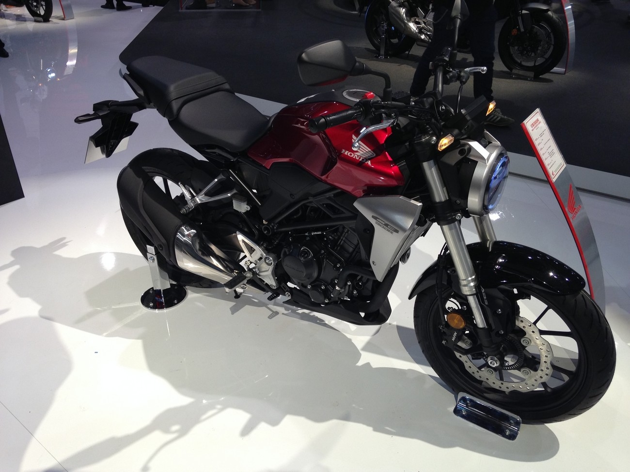 Salon Milan Salon De Milan 2017 En Direct Honda Cb 300 R