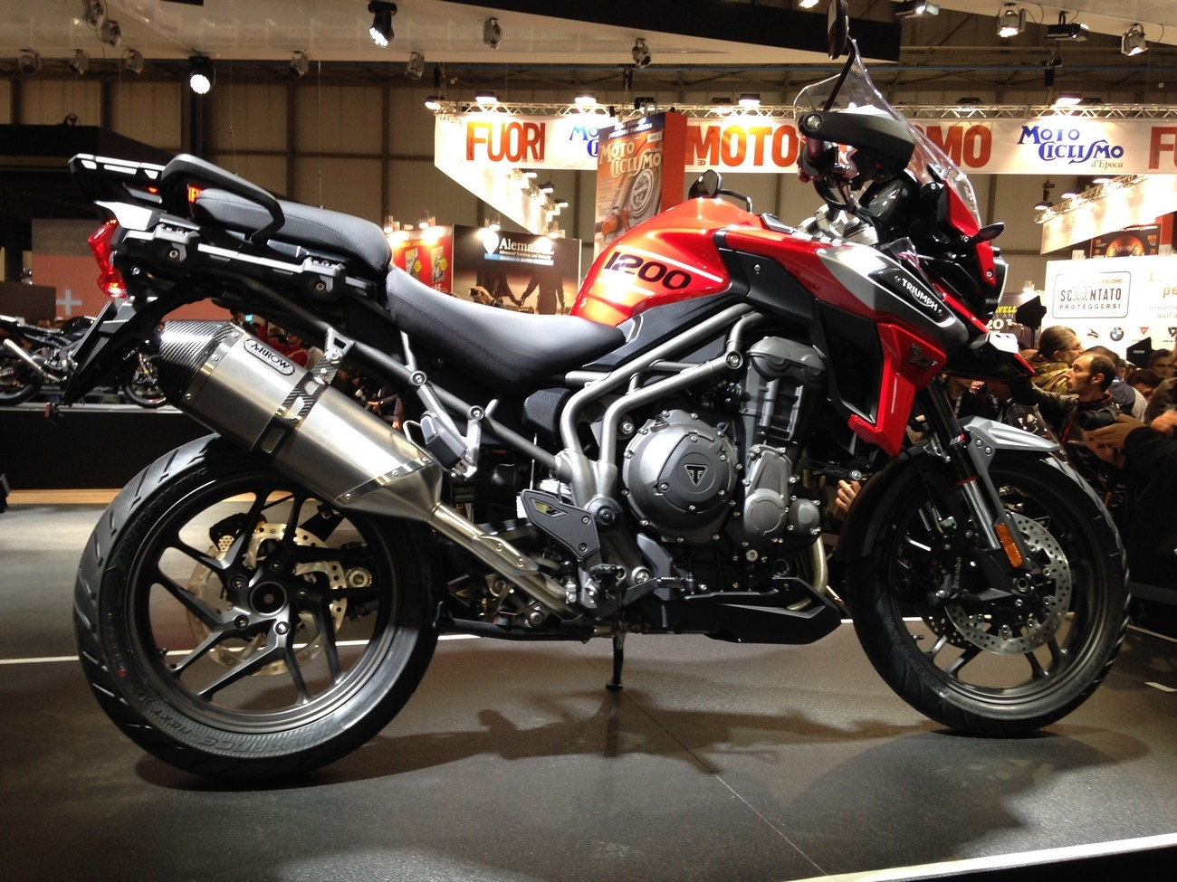 Salon Milan Salon De Milan 2017 En Direct Triumph Tiger 1200 Xc Et Xr