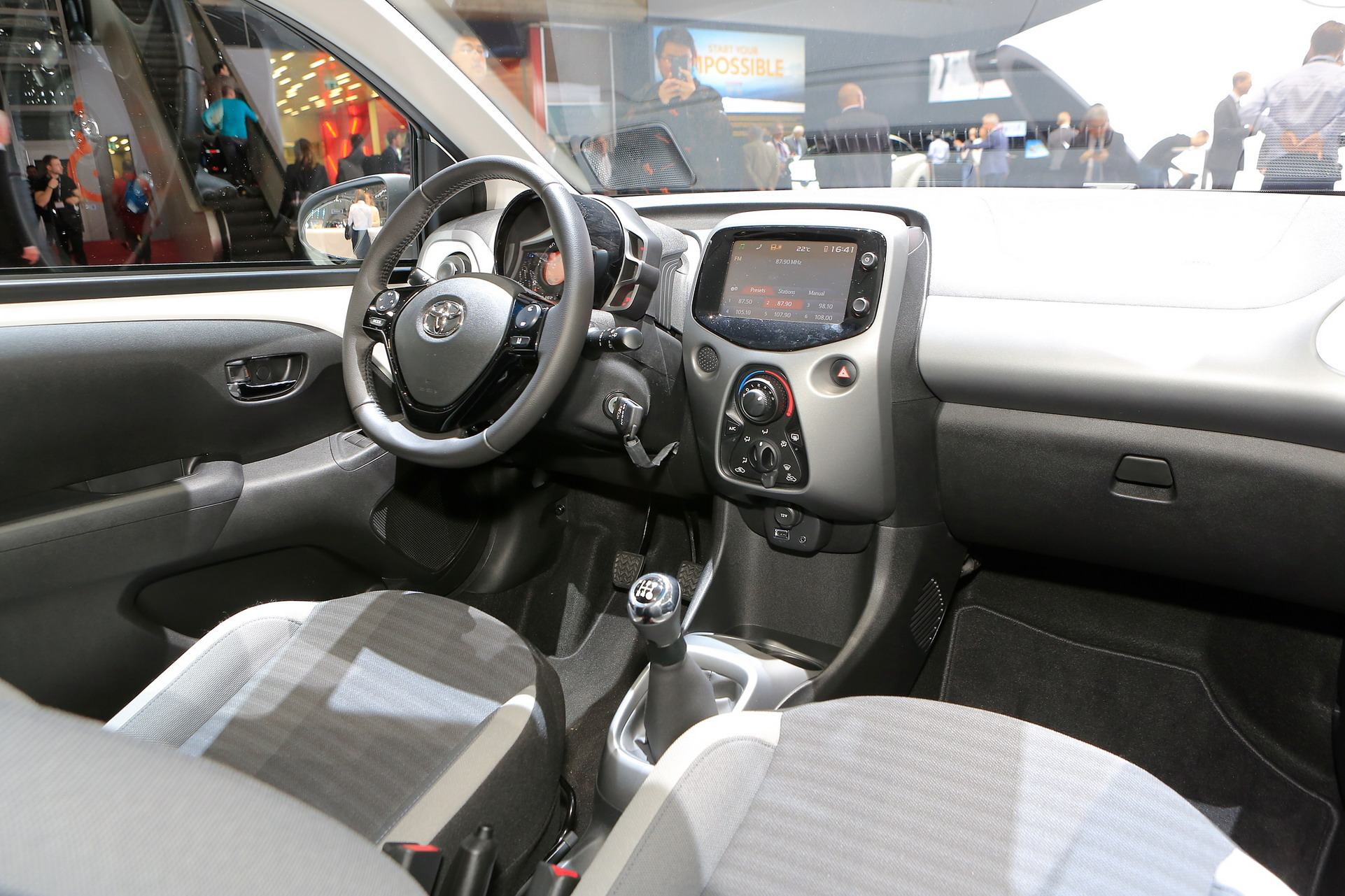 Interieur Toyota Aygo Toyota Aygo Gets An Un X Citing Facelift For Geneva Carscoops