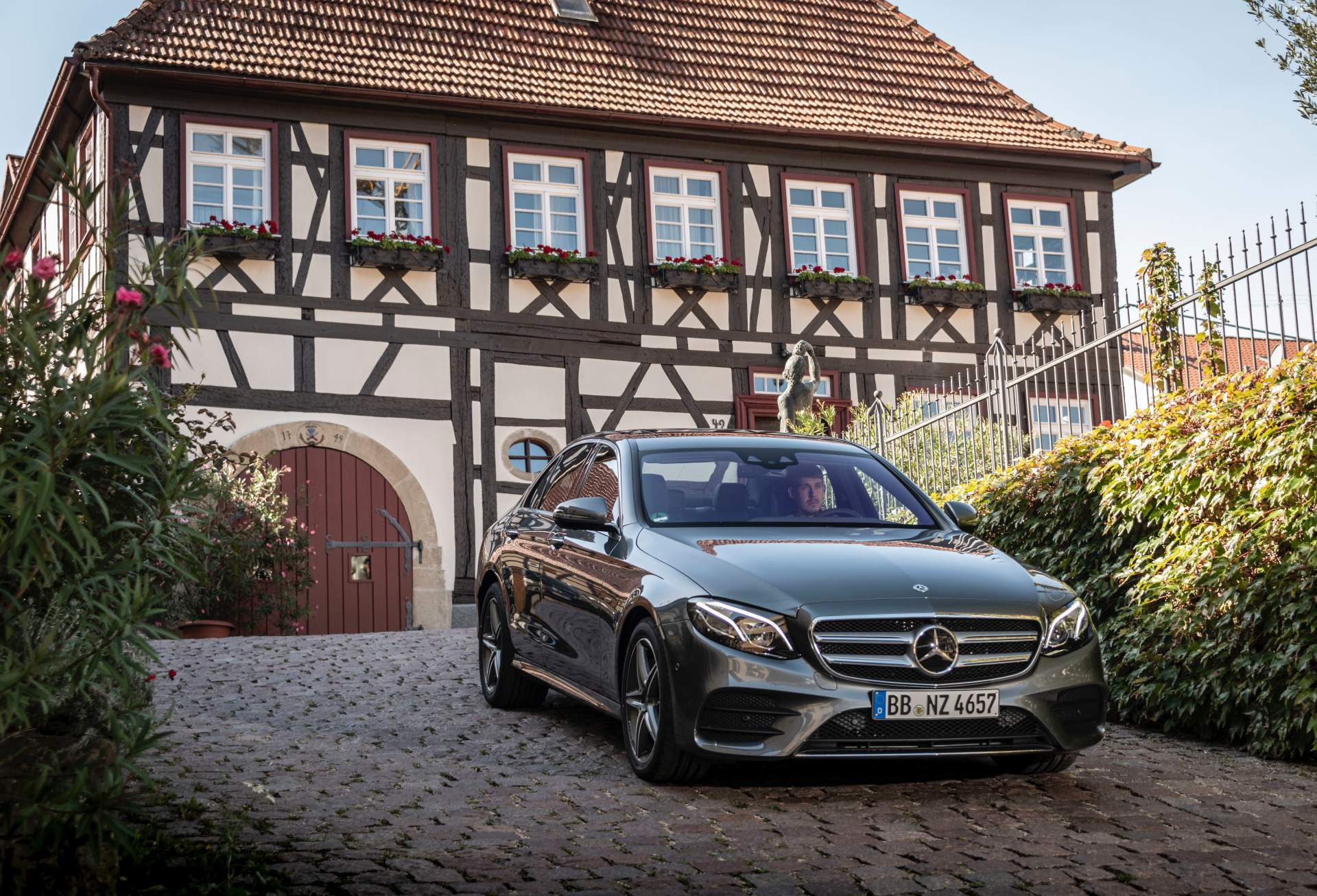 Mercedes Km Mercedes E300e And E300de Phevs Mix Electricity With Petrol And
