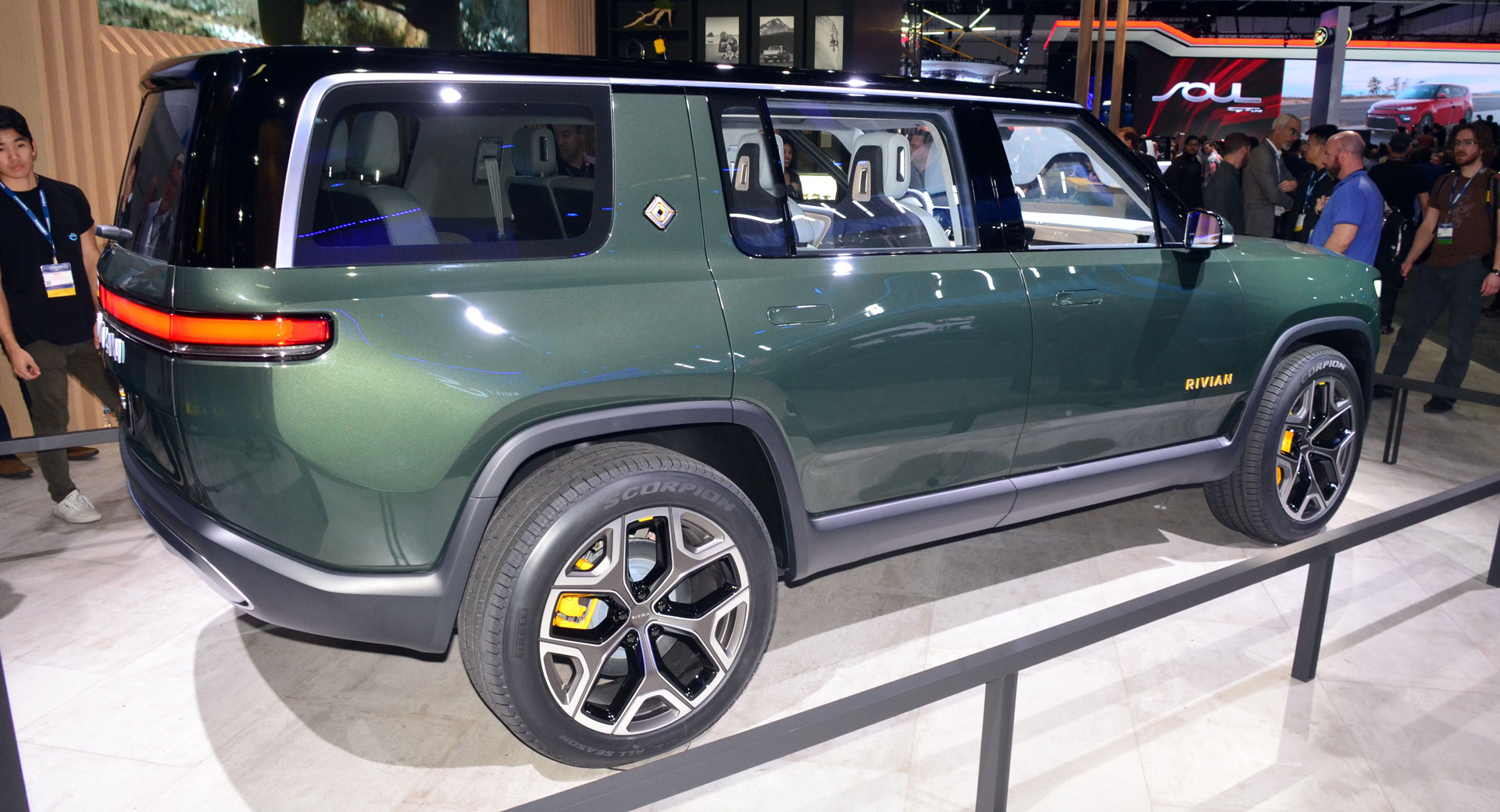 7 Seater Electric Car Rivian R1s Suv Is A 7 Seater Electric Suv With A Range In