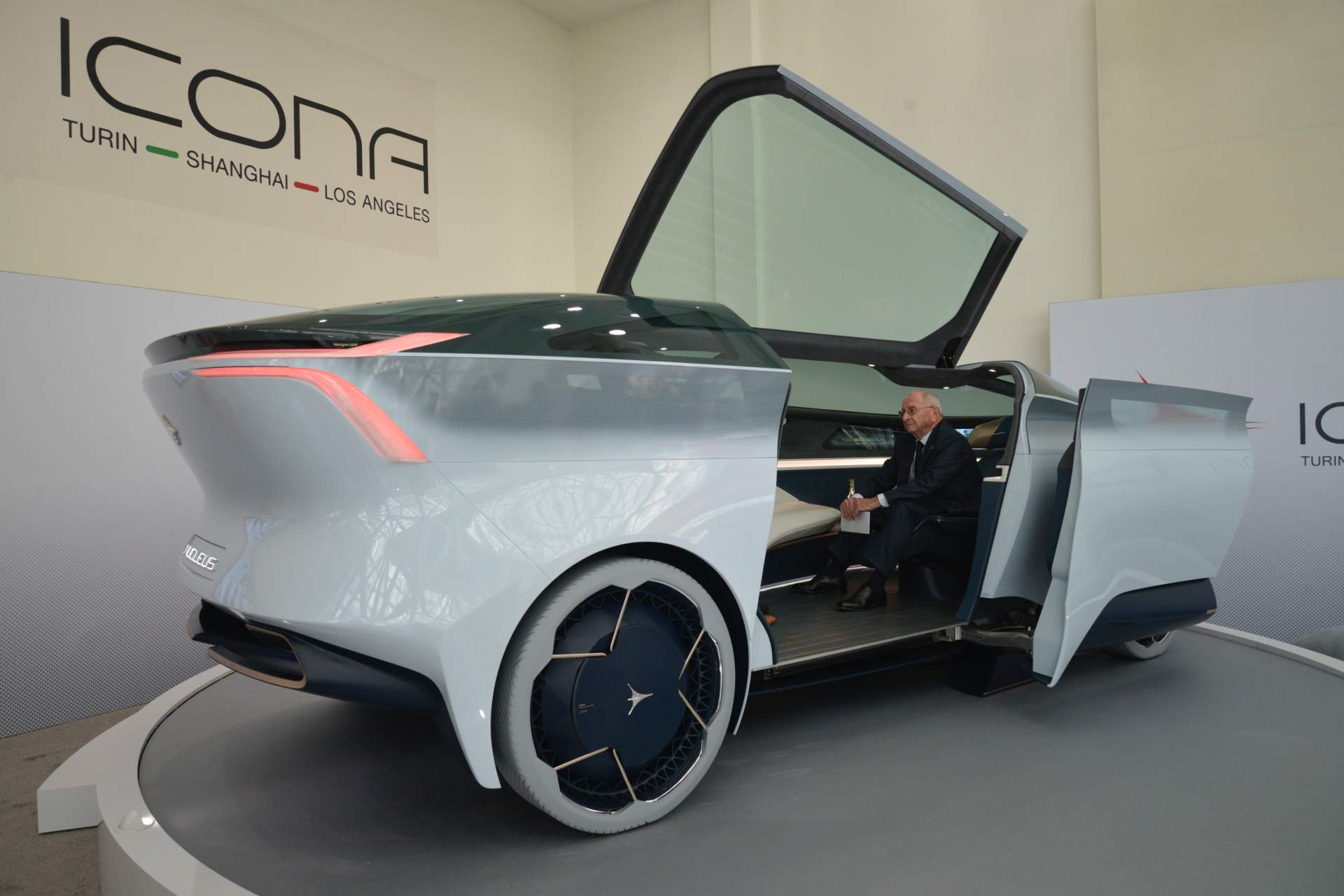 Auto Couch Icona Nucleus Concept Previews A Future Petrolheads Hate To Think