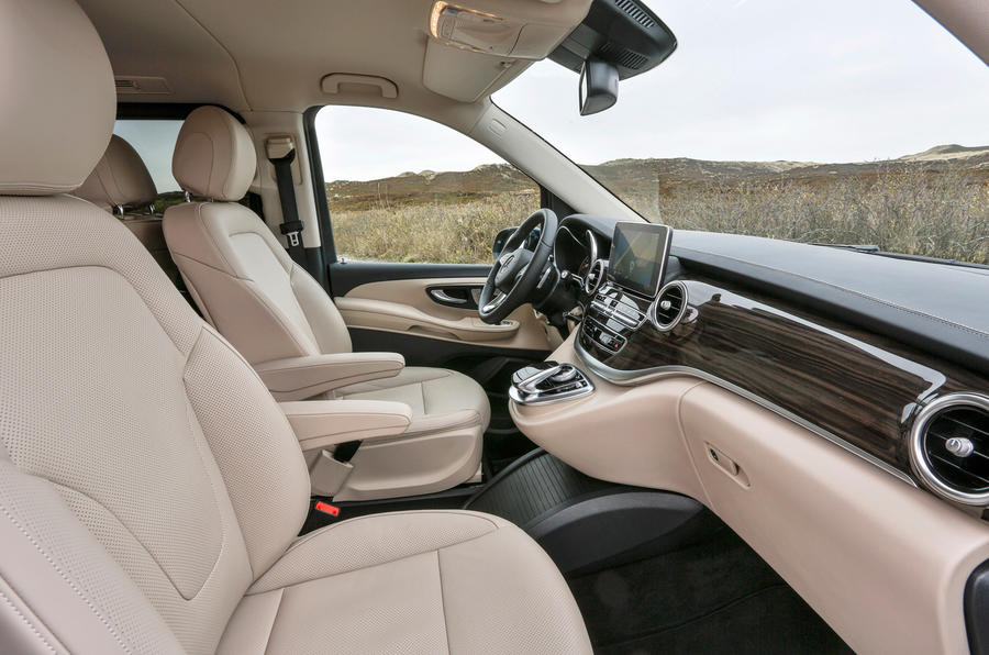 Mercedes Classe V Interieur Luxe Mercedes V-class V250 Bluetec First Drive Review