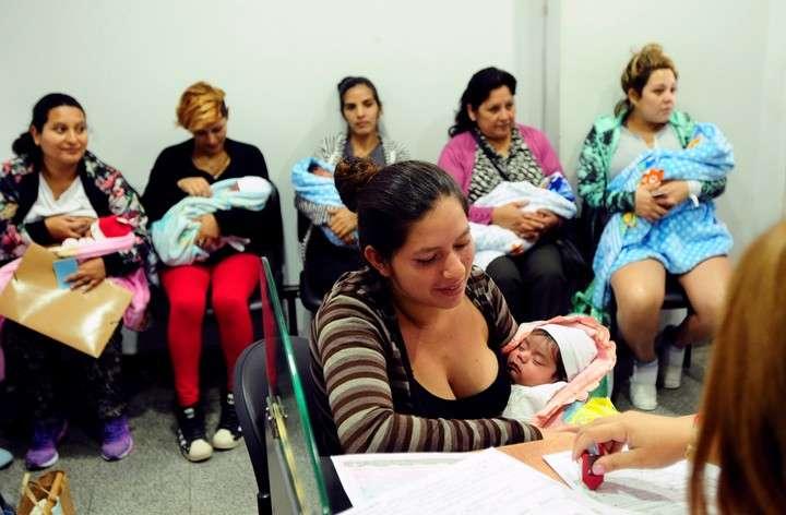 Bill Gates busca en el país una vacuna contra la bronquiolitis y la prueba en embarazadas tucumanas