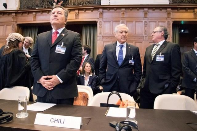 El canciller de Chile, Roberto Ampuero (centro), en la Corte Internacional de Justicia (CIJ), durante los alegatos orales. EFE