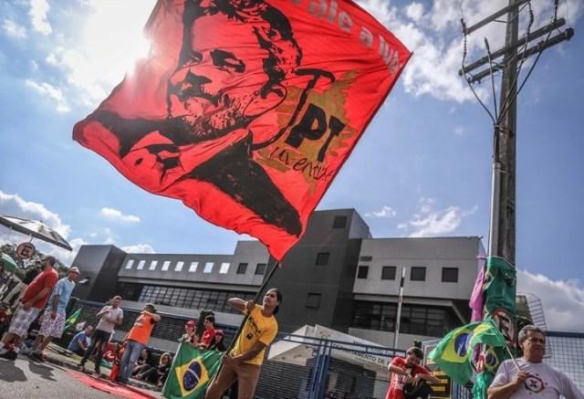 Así esperan a Lula en la sede de la Policía Federal de Curitiba, donde irá a prisión. Bloomberg
