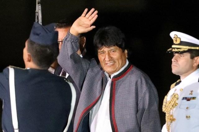 El presidente de Bolivia, Evo Morales, llega al aeropuerto para la próxima Cumbre de las Américas en Lima, Perú. (REUTERS / Guadalupe Pardo).