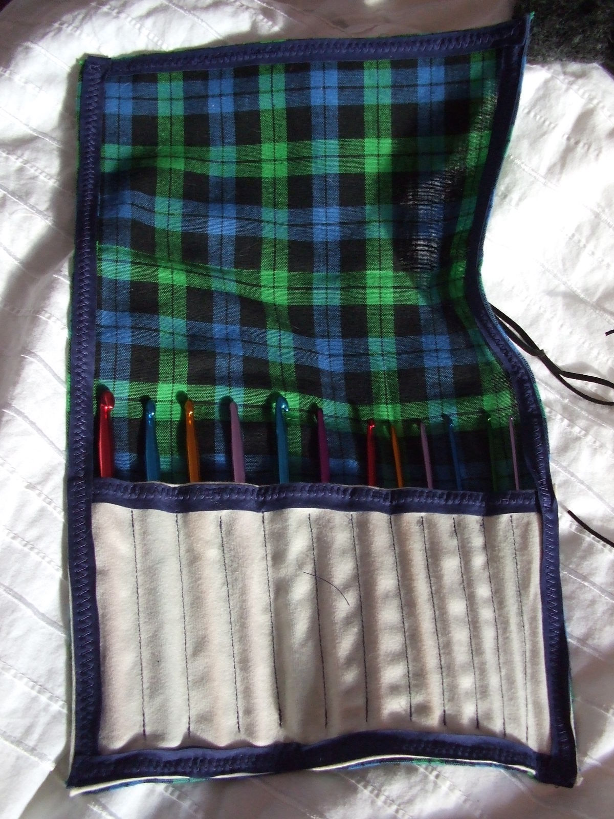 Art Decor Crochet Hook Case · How To Sew A Roll Up Pouch · Sewing On