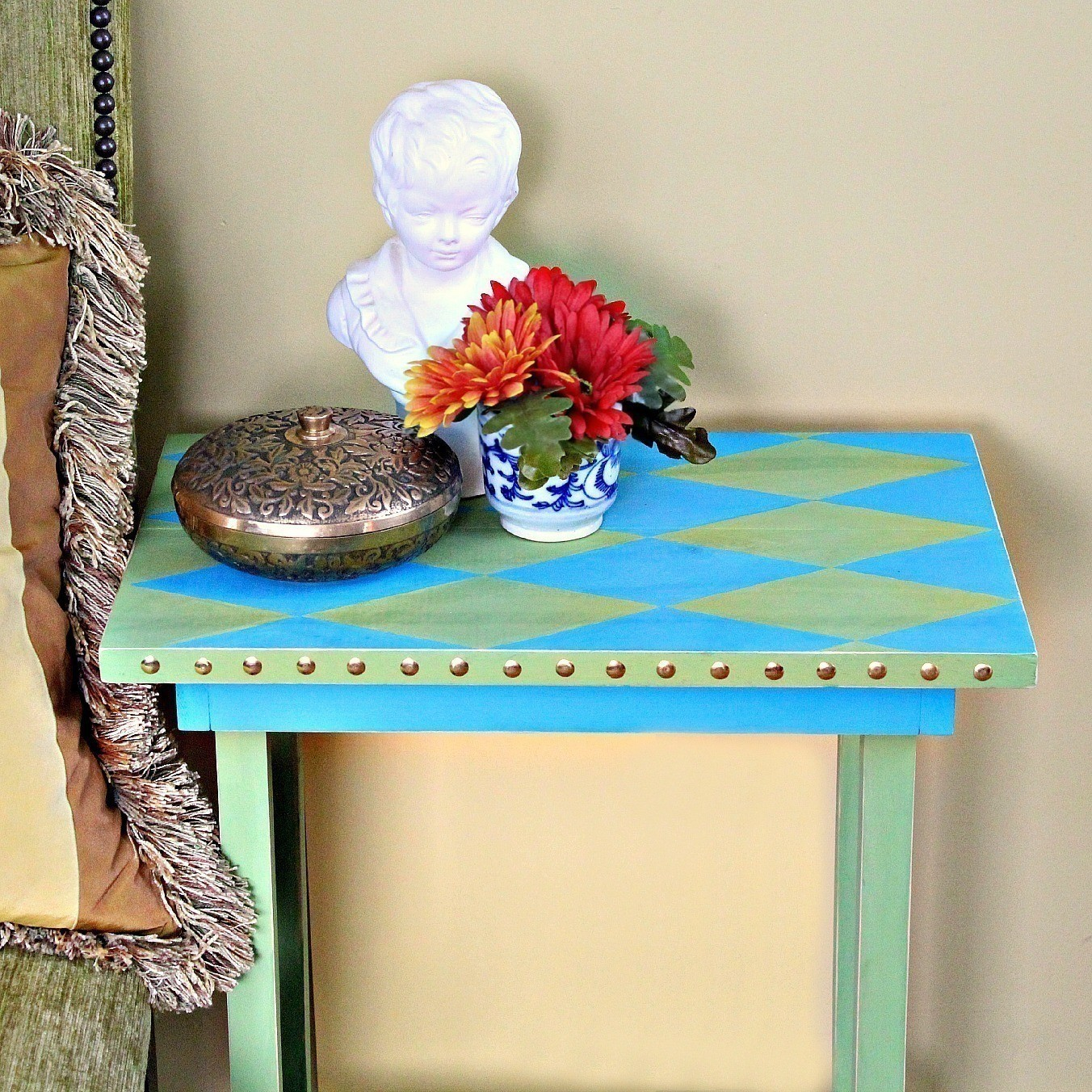 Diy Nail Desk No Nails Harlequin Table How To Make A Side Table Home
