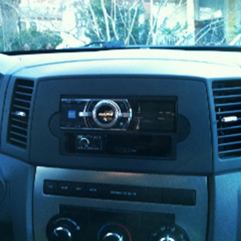 Jeep Grand Cherokee Audio \u2013 Radio, Speaker, Subwoofer, Stereo
