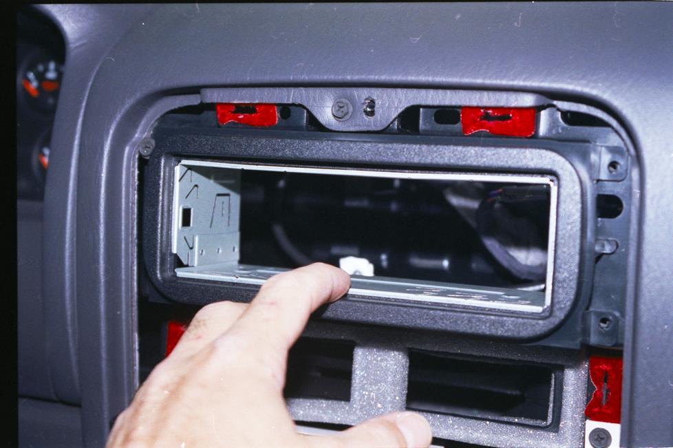 1999-2004 Jeep Grand Cherokee Car Audio Profile