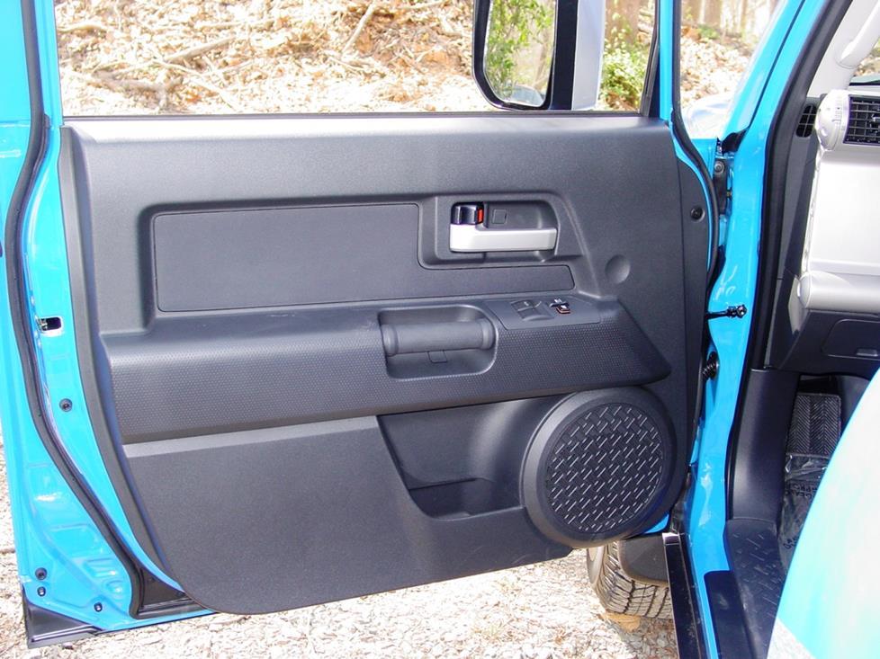 2007-2014 Toyota FJ Cruiser Car Audio Profile