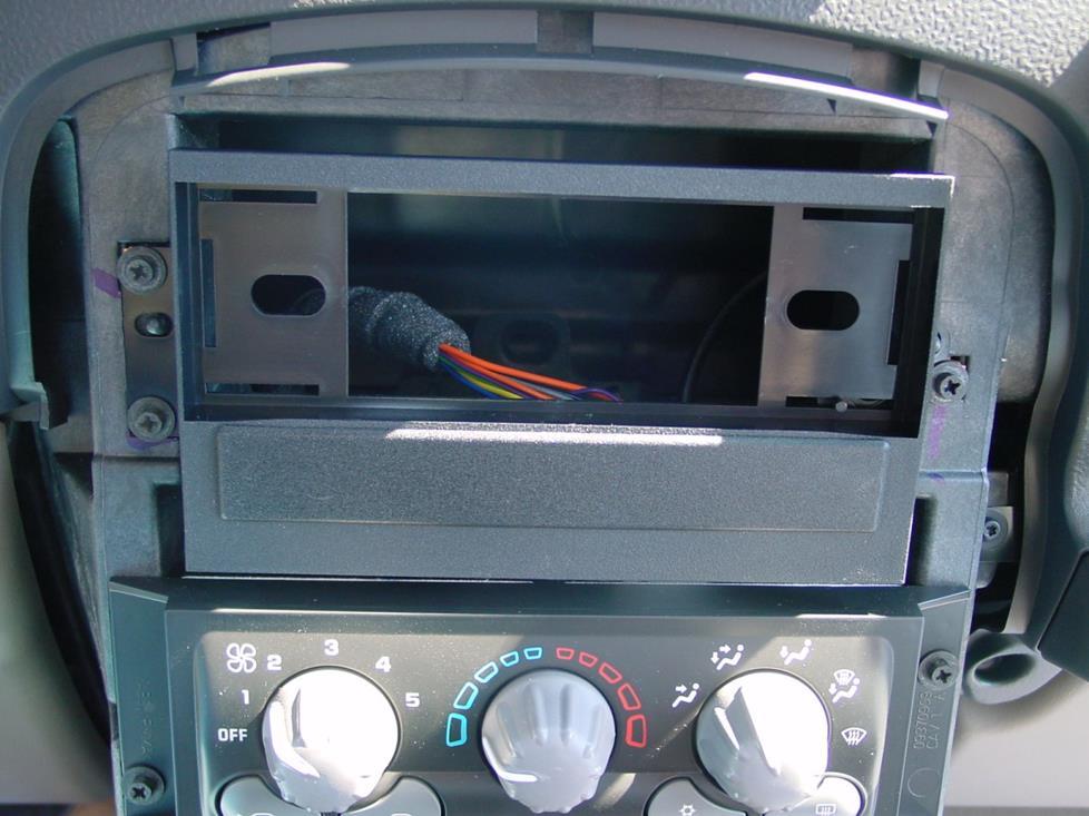 2001-2005 Pontiac Aztek Car Audio Profile