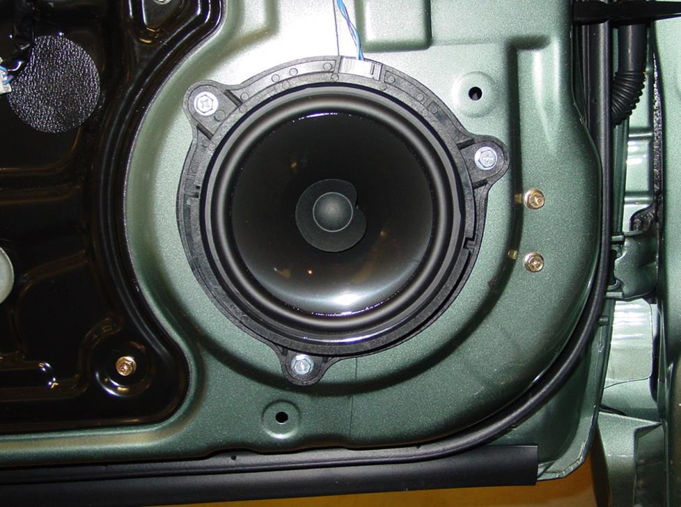 2005-2006 Nissan Altima Car Audio Profile